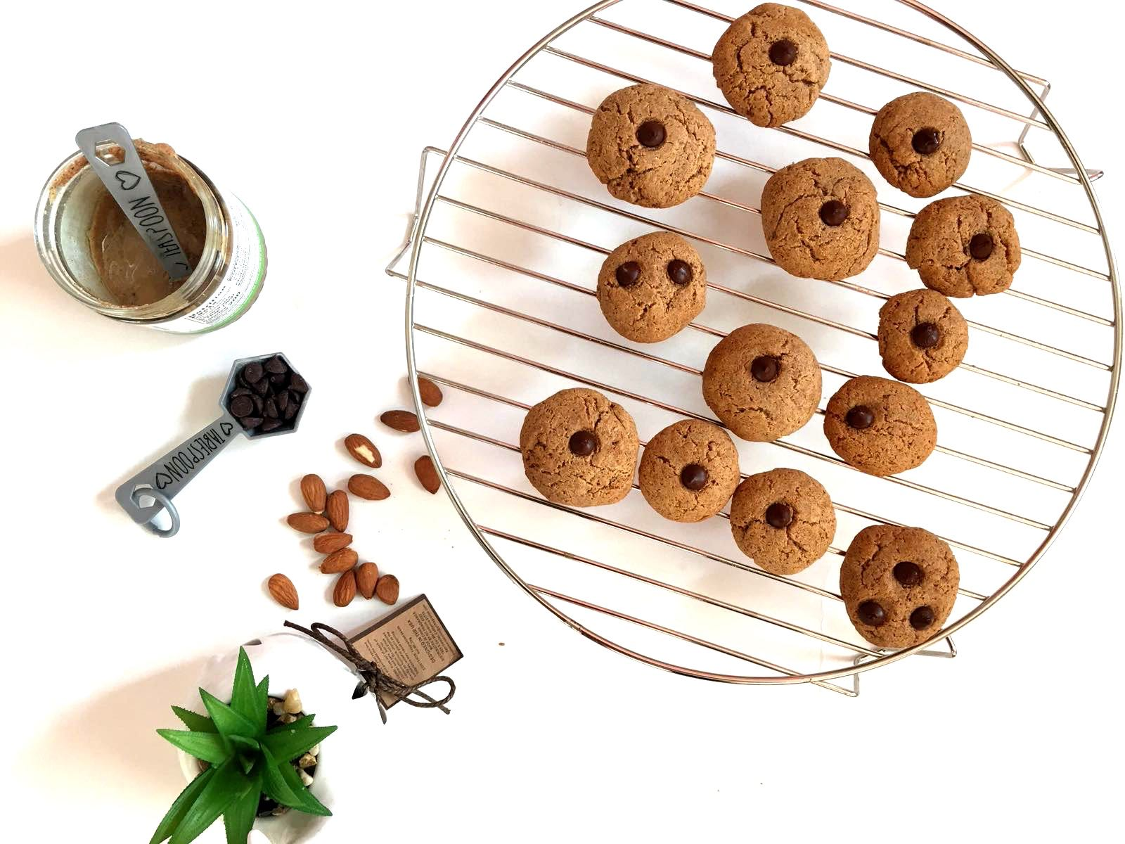 FLOURLESS QUICK FLOURLESS ALMOND BUTTER COOKIES